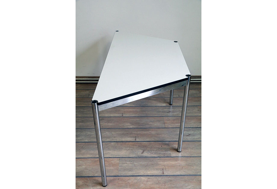 Tisch Trapeztisch USM Haller